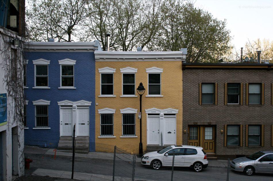Bleu, Jaune et Briques